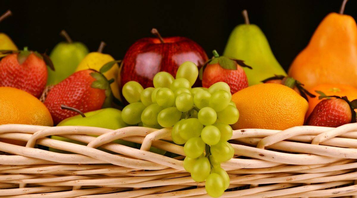 'Don't peel that apple': Why you should eat certain fruits with their skin on