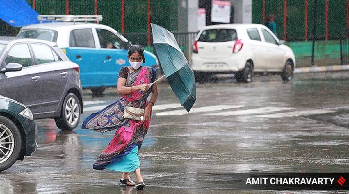 Several areas in Thane & Phalghar under water; 2 feared drowned, 5 wall collapse incidents reported