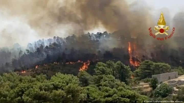 Italy, fires, blaze, Reggio Calabria, Sicily, Sardinia, world news, indian express news, indian express