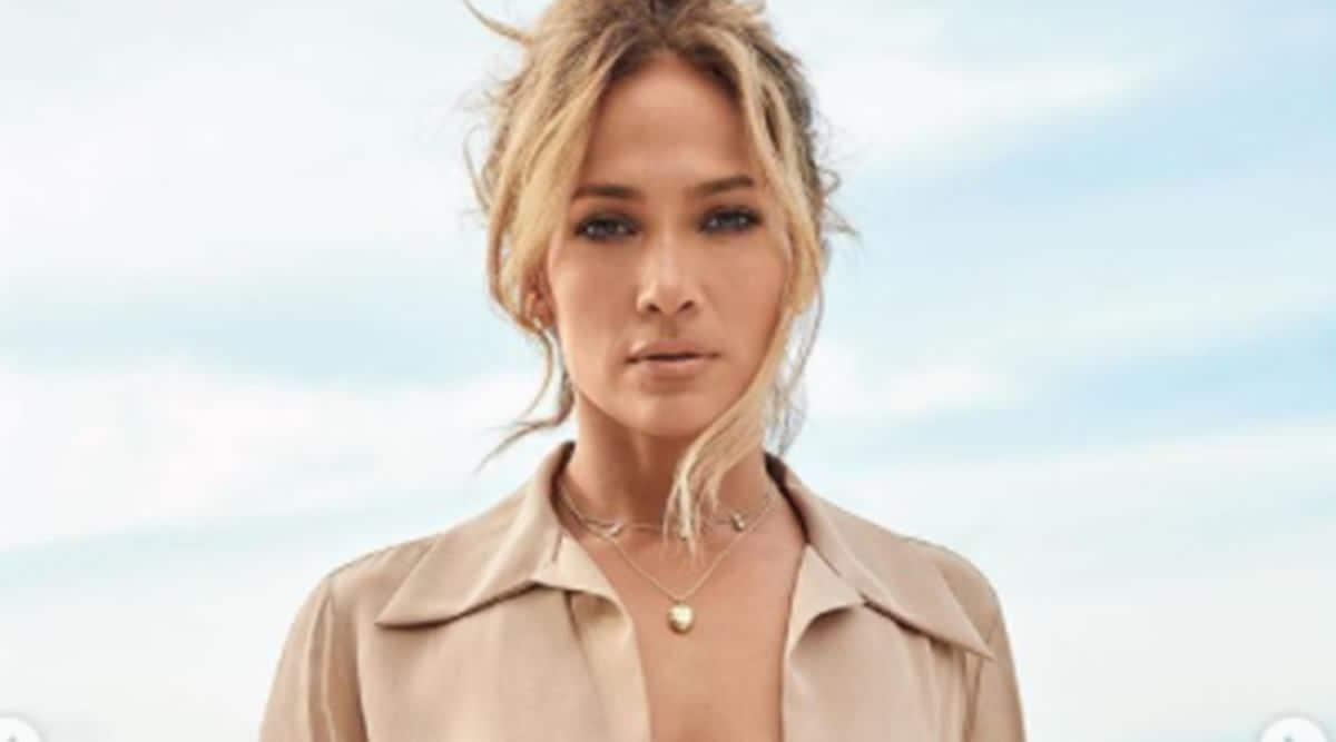 Jennifer Lopez, Jennifer Lopez fashion, Jennifer Lopez necklace, Jennifer Lopez and Ben Affleck, Jennifer Lopez BEN necklace, indian express news