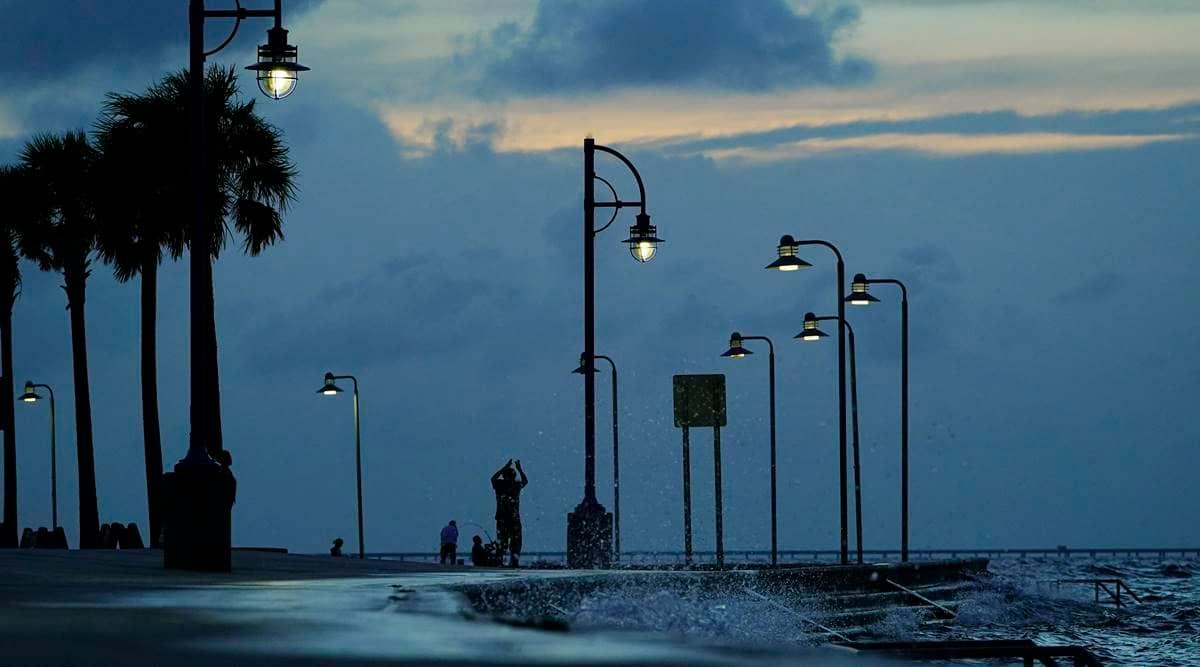 US Gulf Coast residents flee 'extremely dangerous' Hurricane Ida