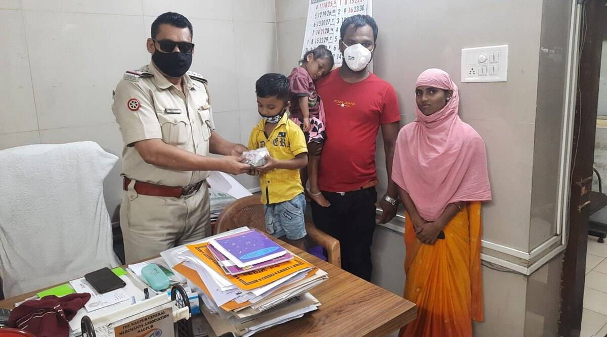nagpur police, cop pays fine for poor auto driver, driver pays fine with son saved money, man brings son piggybank to pay fine, good news, indian express