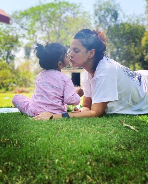 neha with her daughter