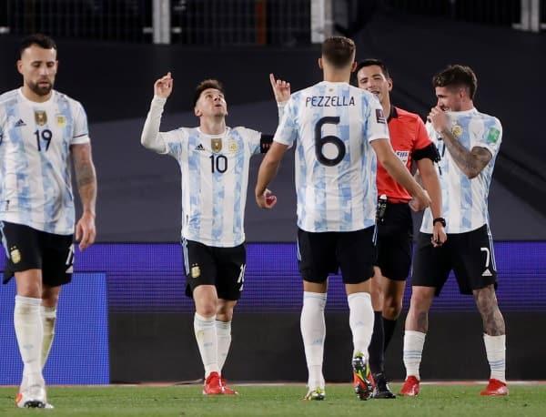 Lionel Messi, Argentina vs Bolivia, Messi vs Pele, Messi hattrick