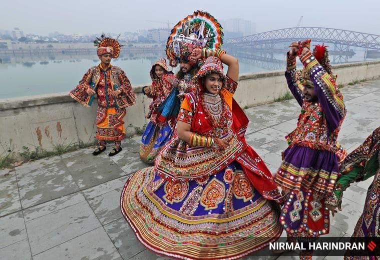 Garba, Garba dance, Garba dancers, Garba dancers practising, Navratri 2021, Garba during Navratri, Garba dancers in Gujarat, PM Modi, Sonu Sood, indian express news