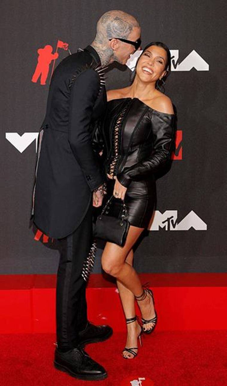 Kourtney Kardashian, Kourtney Kardashian news, Kourtney Kardashian fashion, Kourtney Kardashian and Travis Barker, red carpet debut, MTV VMAs 2021, indian express news