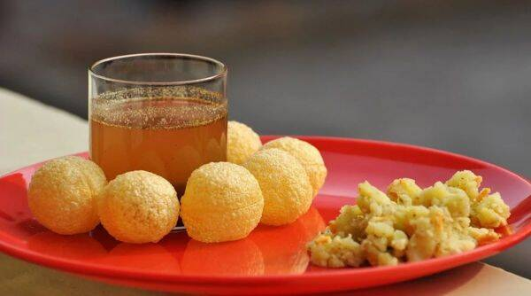 Street vendor in Bhopral offers free 'pani-puri' to celebrates daughter's birth, bhopal street vendor offers free pani puri viral story, trending, indian express, indian express news