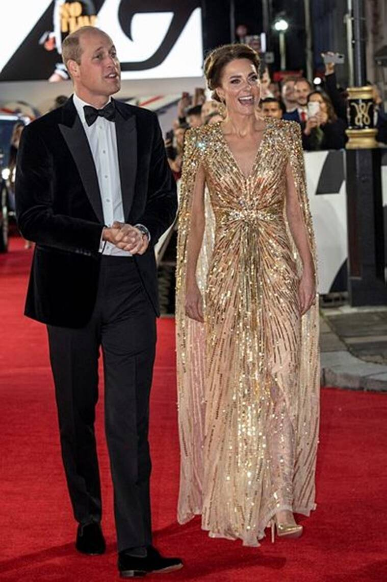 Kate Middleton in a golden gown at the premiere of the film James Bond;  see photos