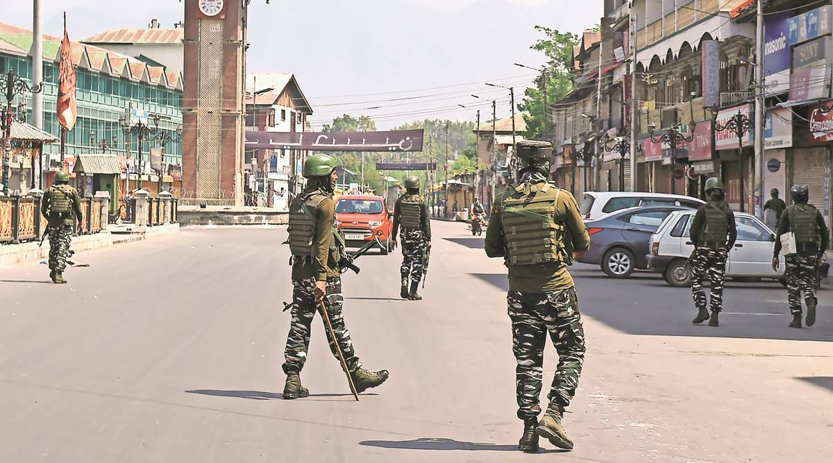 Geelani death: Kashmir lockdown for second day, IGP says under control