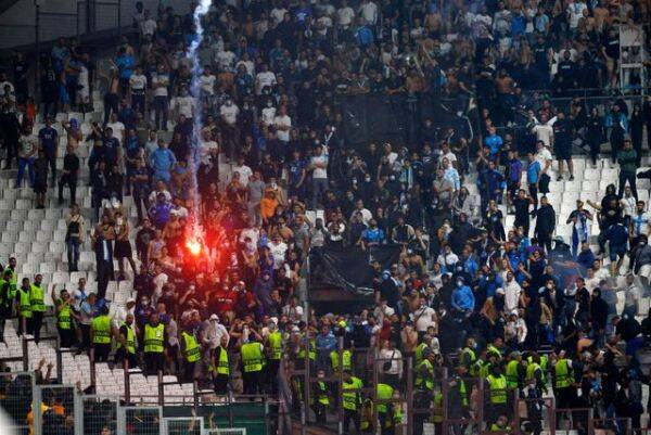 Despite an increased security presence and a buffer zone between around 2,500 visiting fans and Marseille supporters, objects were thrown in both directions late in the first half.