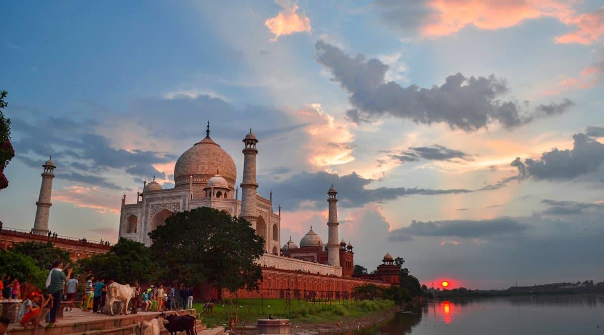 Taj Mahal, artisans Taj miniature, Taj Mahal tourism