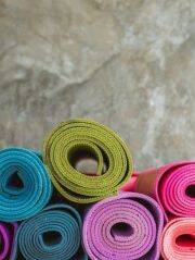Simple tips to select the right yoga mat for yourself