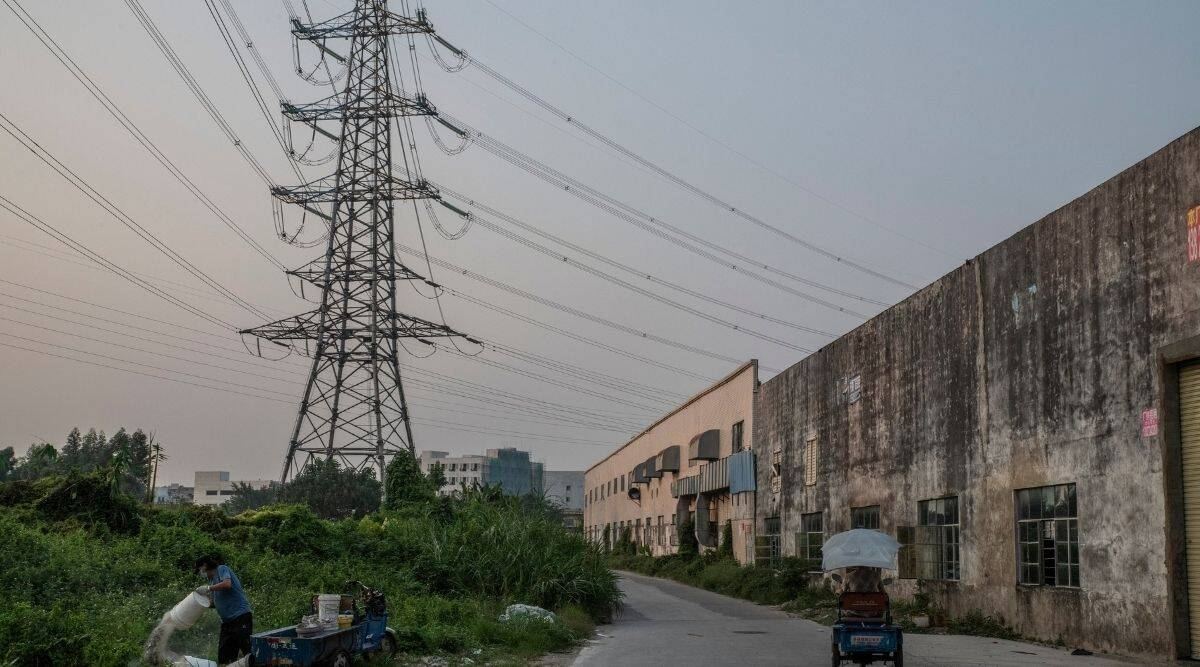 Image China's economy continues to slow, Rattled by real estate and energy