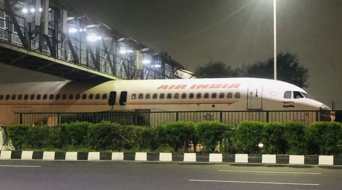 air india, air india plane stuck, scrapped air india plane stuck overbridge, plane stuck under bridge gurugram, viral videos, delhi news, indian express