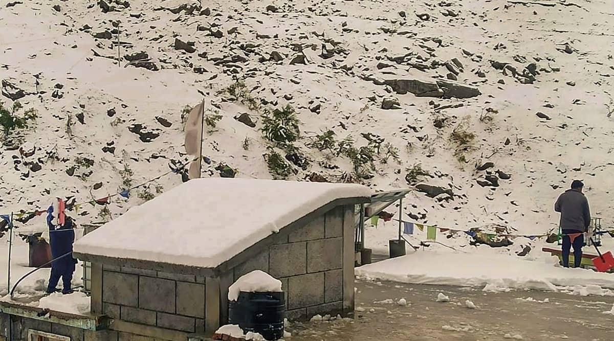 Rains, snowfall in J&K and Ladakh; Jammu-Srinagar highway blocked